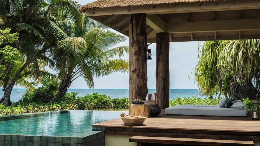 Four Seasons - Desroches Island